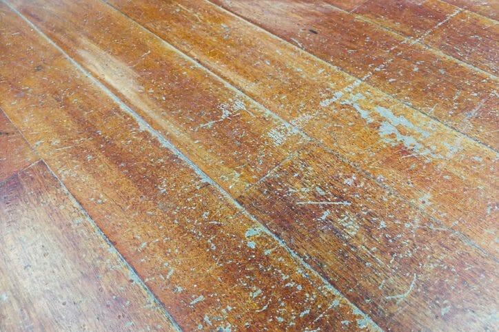 床の変色の原因や補修する方法について