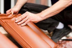 屋根瓦がひび割れした際の修理方法や修理費用を解説!