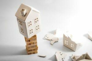 【傾いた家のリフォーム】傾きの原因と費用相場