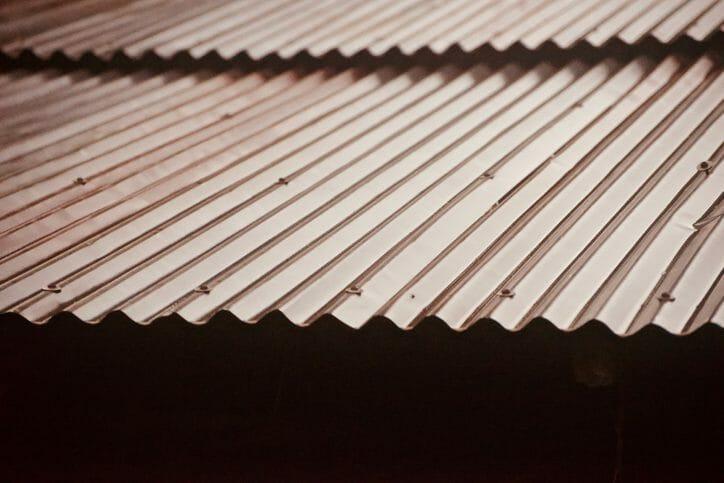 【トタン屋根の修理】症状別の修理方法と費用相場とは