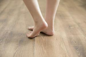 賃貸のフローリング床が変色した場合の修繕費用や注意点について