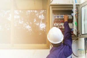 家の建て替えと電気に関する手続きで知っておきたいこと