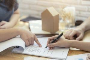 住宅の建て替えに関わる法律の中で知っておきたいことを解説
