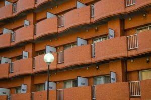 住宅の建て替えで仮住まい先に引っ越す際のポイントを解説