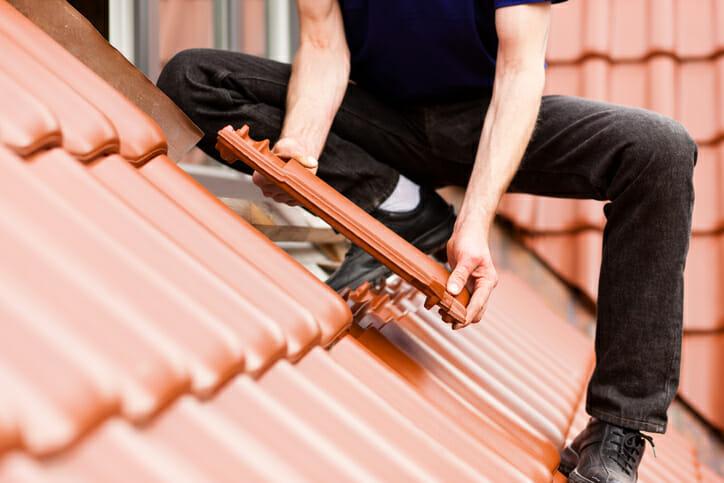 屋根リフォームの見積もりはどれくらい?種類や工法もご紹介