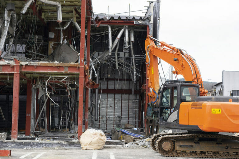 アスベストを使用している建物の解体工事の対策や注意点!