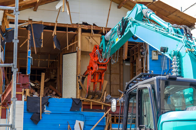 100坪の家の解体費用はどれくらい?相場や注意点などを解説